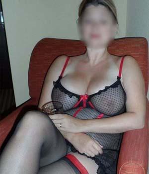 Femme infidèle aux gros seins pour une rencontre extra-conjugale à Caen
